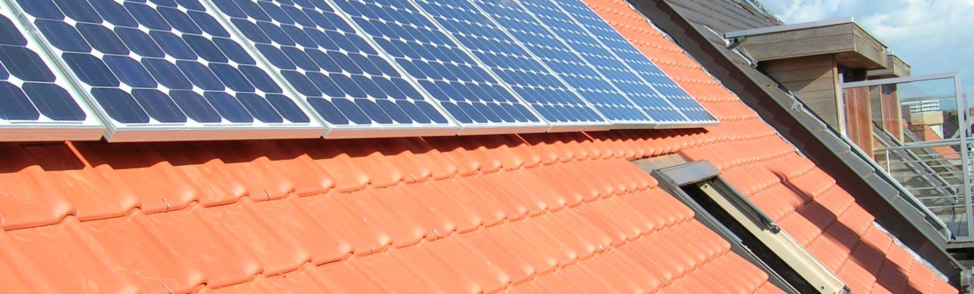 Daken met zonnepanelen
